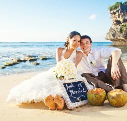 Лето на Бали - свадебная пора, церемоний бракосочетания очень много, постарайтесь заказать услуги организатора за полгода до предполагаемой Вами даты