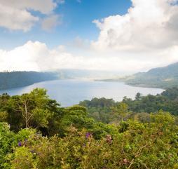 Начиная с апреля, погода на Бали постепенно улучшается