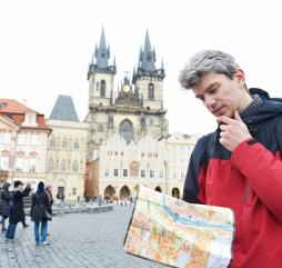 В Чехии Вам придётся очень много ходить, ездить, осматривать и изучать, комфортнее всего знакомиться со страной во второй половине весны и в первой половине осени, когда объём турпотока не так велик