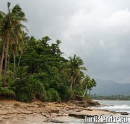 Летом на островах погода ''рвёт и мечет'', ясные дни также бывают, но они обременены большой влажностью и высокими температурами