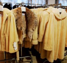 Думаем, что нет такой модницы, которая не слышала про шубы из Греции, возможно, стоит и увидеть.. и купить!