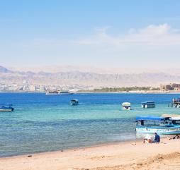 Собираясь в отпуск в Иорданию зимой, кладите в чемодан лишь тёплые вещи, футболки и шорты Вам точно не пригодятся