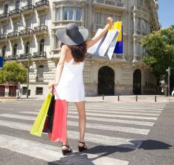 Если вы едете в Испанию зимой или летом, то можете совместить прекрасный отдых с увлекательным шоппингом