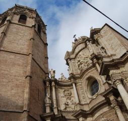 Зимой в Испании есть и солнце на Канарах, и снег на Пиренеях, а в большей части страны возможны интересные экскурсии