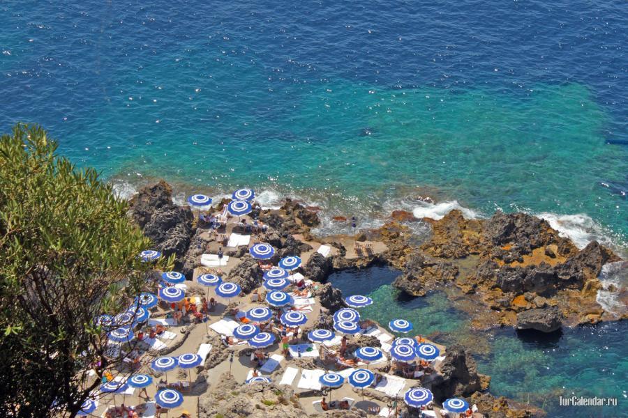 На пляжах Капри уже в конце мая можно спокойно купаться 31182ea9b6252