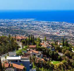 Лето на Кипре жаркое и сухое, но на острове переносится легче, чем на многих курортах Средиземноморья