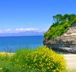 Весной остров утопает в зелени и душистых цветах