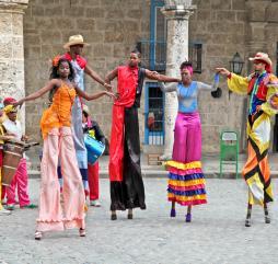 Зимой кубинцы отмечают много красочных фестивалей и праздников, представляющих для туристов огромный интерес