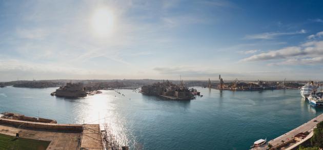Мальта - это калейдоскоп возможностей для увлекательного и разнообразного отдыха, а также для освоения английского языка в лёгкой и непринуждённой форме, поэтому туристический сезон на острове длится круглый год