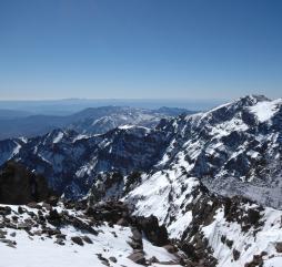 В Марокко можно даже покататься на лыжах, правда уровень горнолыжных курортов не столь высок