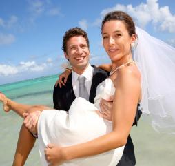 С начала осени по начало зимы на острове играется огромное количество свадеб