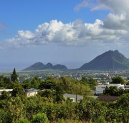 Весной погода на Маврикии очень переменчива - солнце часто сменяется дождями и наоборот