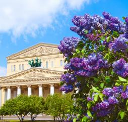 В марте в Москве почти зима, в апреле все начинает оживать, а в мае Москва расцветает!