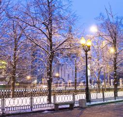 Практически всю зиму в Москве лежит снег, и бывают как морозы, так и оттепели
