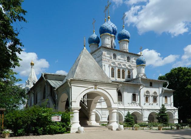 Одно из многочисленных исторических зданий парка