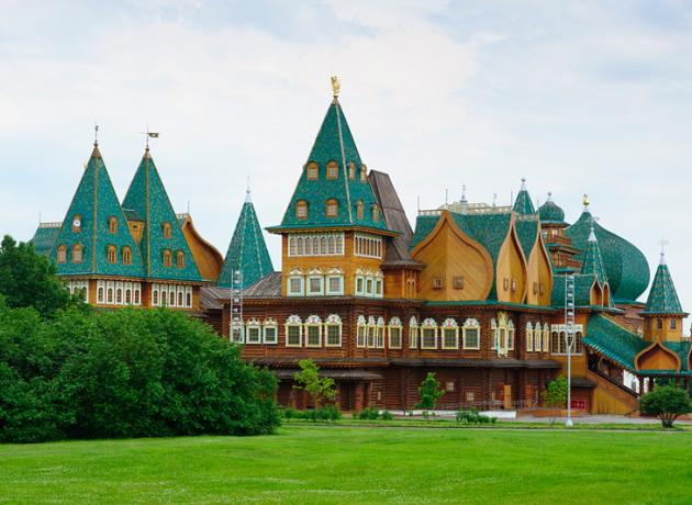 Дворец царя Алексея Михайловича в Коломенском — отличный пример исторического здания,  воссозданного практически на пустом месте.