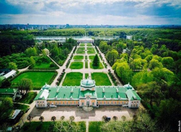 Центральный элемент всего ансамбля усадьбы — Шереметевский дворец