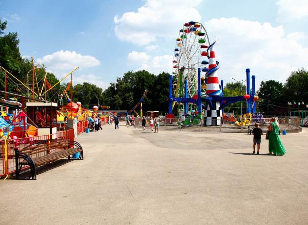 Сокольники -один из немногих парков Москвы, где остались аттракционы