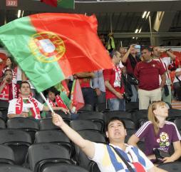 С сентября по май португальцы регулярно посещают футбольные матчи