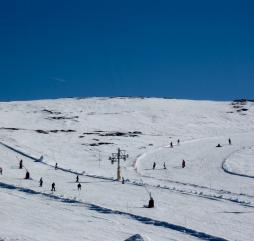 Зимой в Португалии можно покататься на лыжах, сезон открывается со второго месяца зимы
