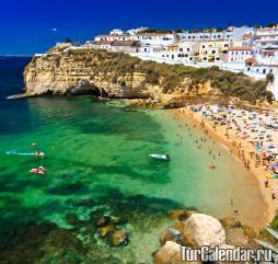 В разгар лета на материковой части Португалии очень жарко, на островной части в этот период времени намного мягче и приятнее