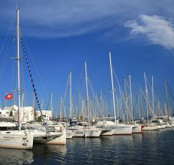 Апрель-ноябрь - наилучшее время для занятия яхтингом