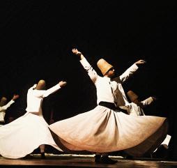 В Турции в течение года проходит масса фестивалей и праздников, но как правило отдыхающим хватает локальных событий в их отеле!
