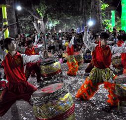Основная масса вьетнамских праздников отмечается по лунному календарю, поэтому из года в год их даты смещаются на ранние или поздние сроки