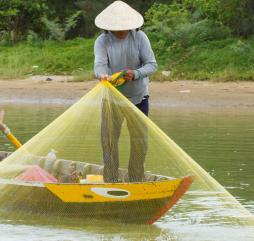 Лето, когда идут сильные дожди, - не самая подходящая пора для занятия рыбалкой